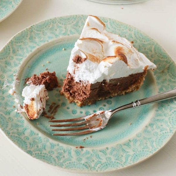 Bring on the Summer Campfire Vibes With This S'mores Pie