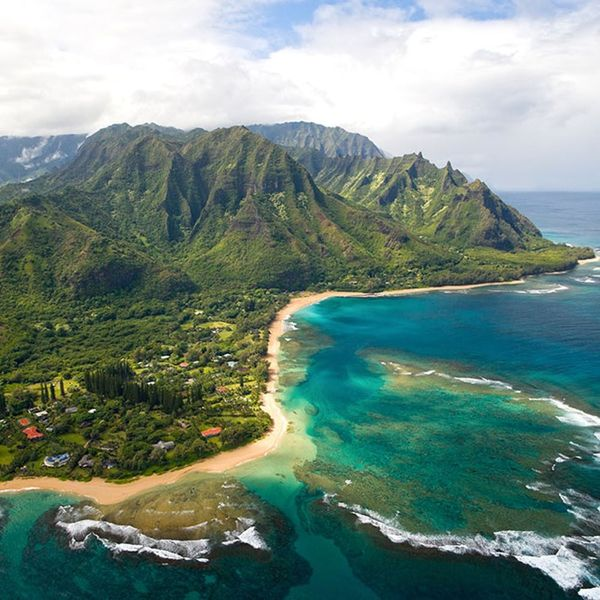 Go Island Hopping With This Guide to the Hawaiian Islands