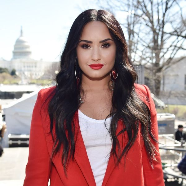Whoa: Did Demi Lovato Just Hack Her Hair Into a Bob?