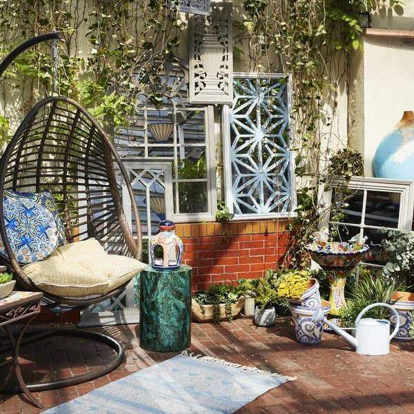 How to Host the Best Outdoor Summer Party in Any Space