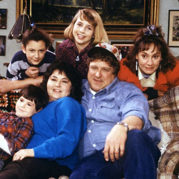 "The First Pic of the ""Roseanne"" Revival Is Here and It's a '90s Nostalgia DREAM"