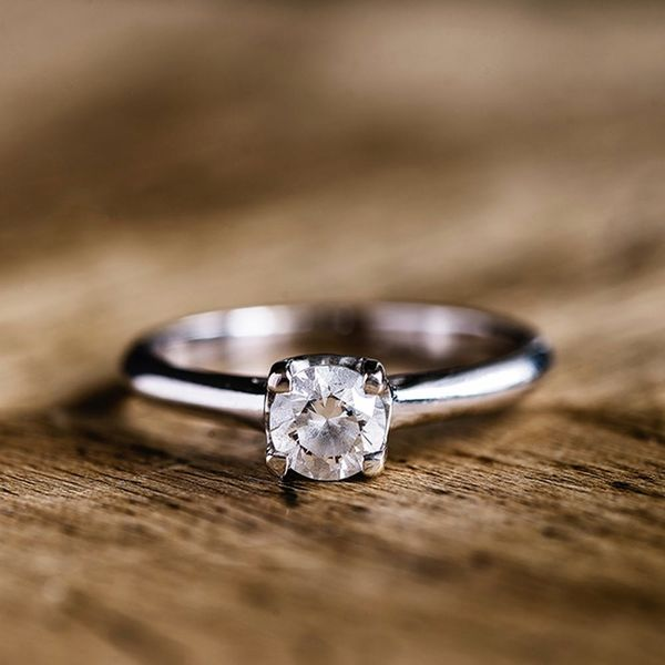 The Biggest Disadvantage of Buying an Engagement Ring Online