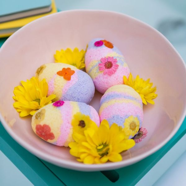 How to Make an Easter-Egg Bath Bomb