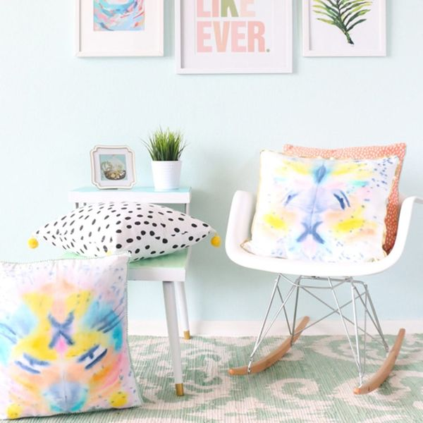 11 Sewing DIYs for a Spring Living Room Refresh