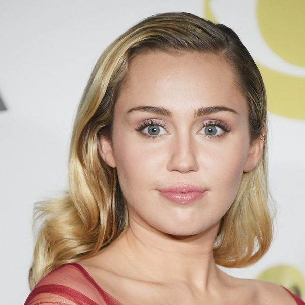 Miley Cyrus Looked Like a RL Disney Princess Onstage at the 2018 Grammys