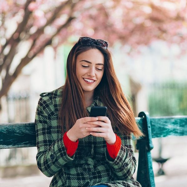 This Dating App Is Helping Women Call Out Catfishing