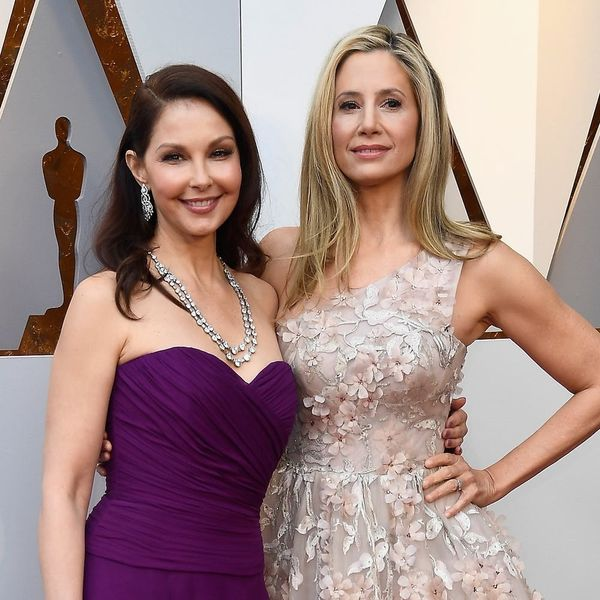 Oscars 2018: Ashley Judd and Mira Sorvino Walk the Red Carpet Together for Time's Up