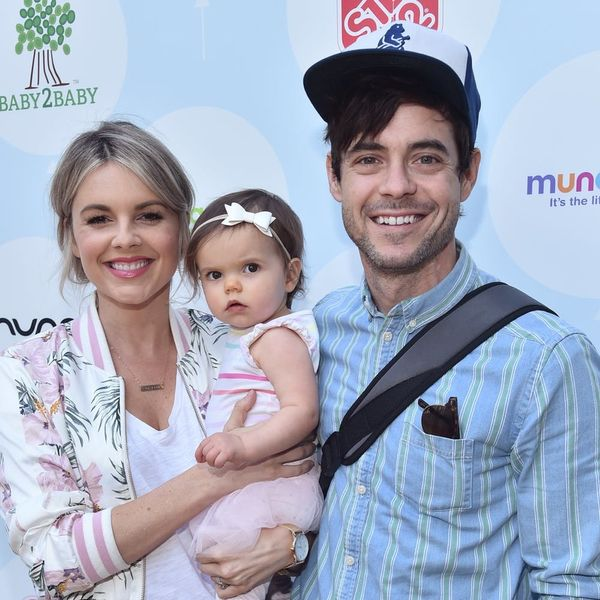 Ali Fedotowsky-Manno Had an Adorable Family Photo Shoot to Reveal the Sex of Baby #2