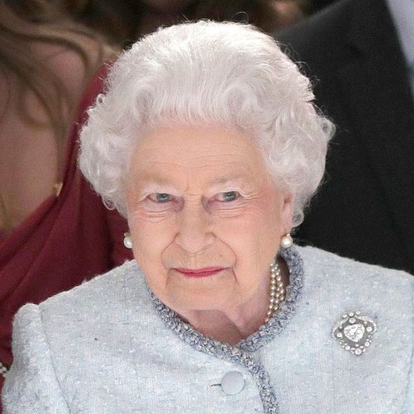 Queen Elizabeth II Made a Surprise Appearance at London Fashion Week Next to Anna Wintour!