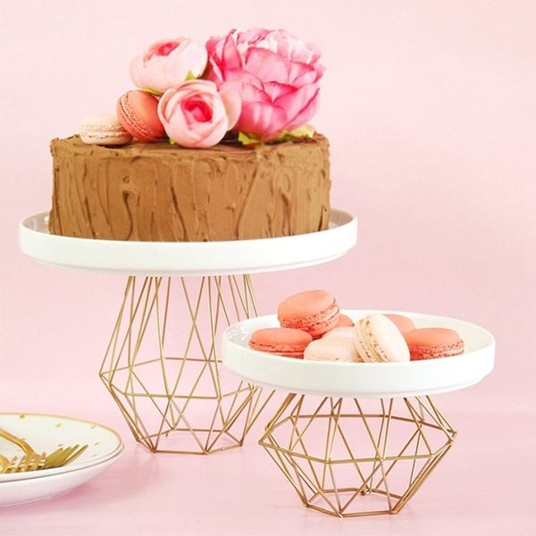 21 Cool Wedding Cake Stands You Can Buy and DIY