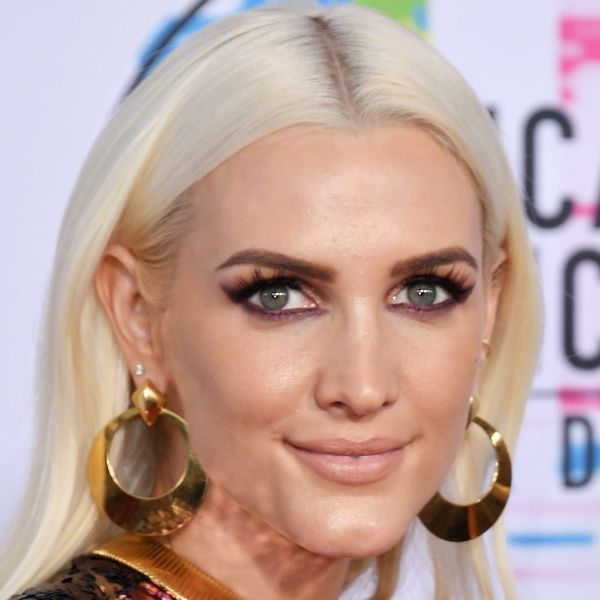 The Most *Extra* Looks on the 2017 AMA Awards Red Carpet