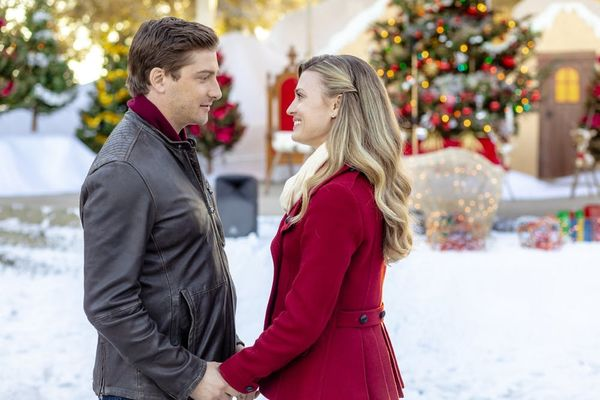 This New Podcast Is Hilariously Reviewing All of Hallmark's 2018 Christmas Movies