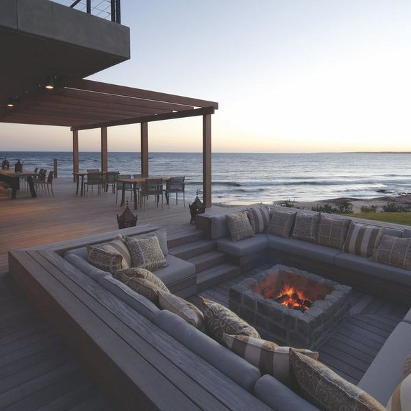 16 Romantic Outdoor Fireplaces and Fire Pits Perfect for Cuffing Season