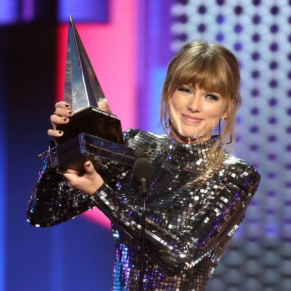 Here's How Taylor Swift Made History at the 2018 American Music Awards