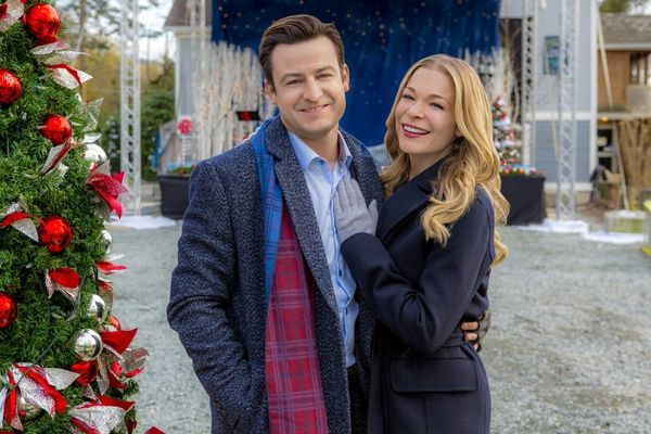 Hallmark Just Releasedthe 2018 Schedule for Its 36 New Christmas Movies