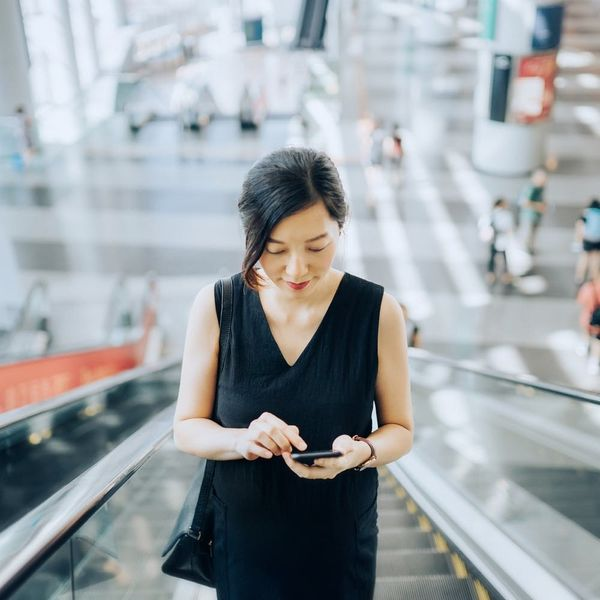 5 Smart Ways Your Phone Can Help You Run a Business from Anywhere