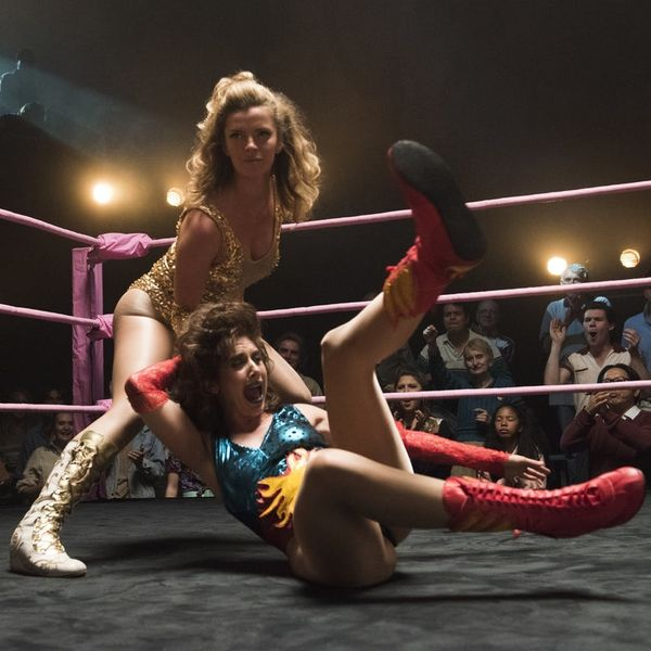 """Alison Brie Just Shared the First Pic from the Set of """"GLOW"""" Season 2"""