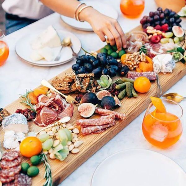 4 Can't-Pass-Up Food Bar Ideas You Need for Your Wedding Buffet