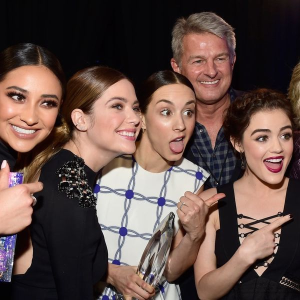 """How """"Pretty Little Liars"""" Stars Dealt With Hickeys for the Show"""