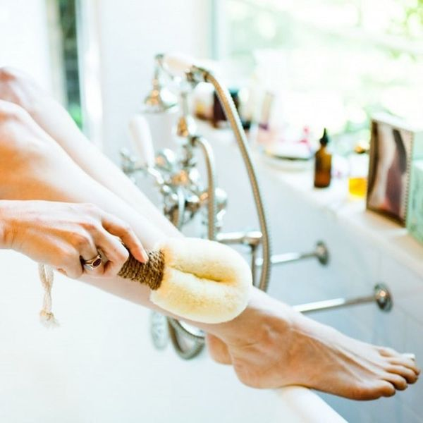 Dry Brushing 101: 5 Reasons You Should Try It RN