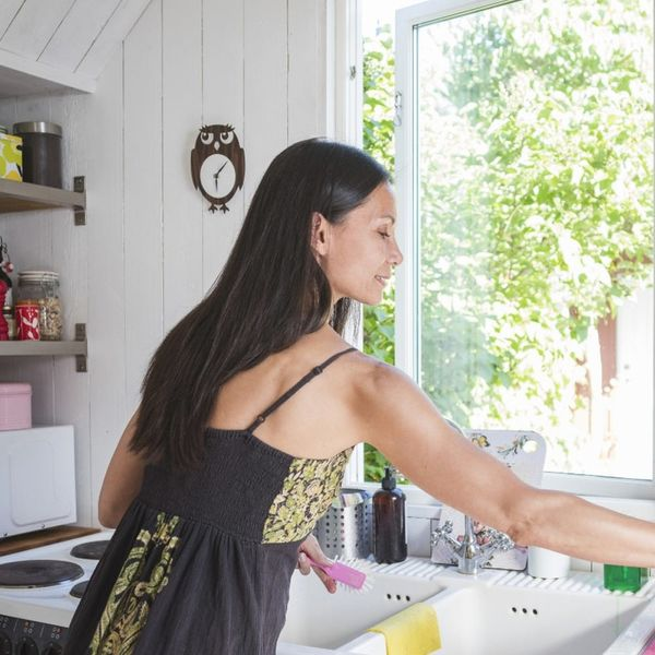 5 Easiest Household Tasks You Can Do to Be the Best Roomie Ever