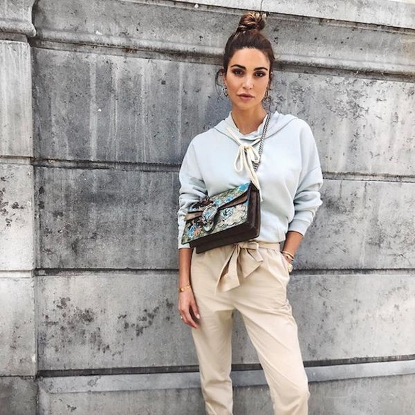 How Fashion Girls Are Turning Their Shoulder Bags into Crossbodies