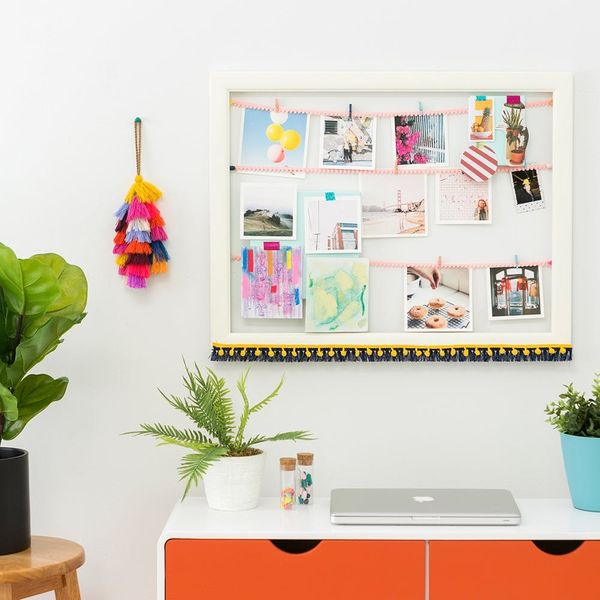 DIY This Picture Perfect Frame Gallery to Personalize Your Dorm