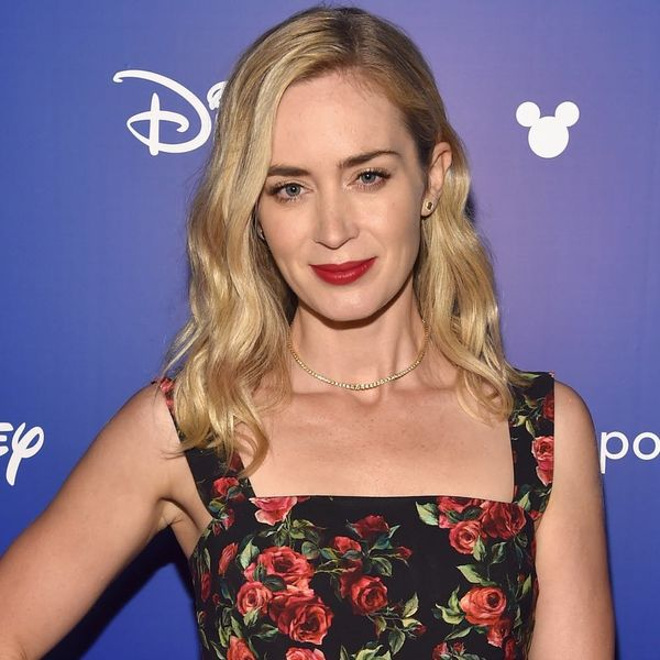 """The Moving Poster for """"Mary Poppins Returns"""" Gives Us Our First Glimpse of Emily Blunt in Action"""