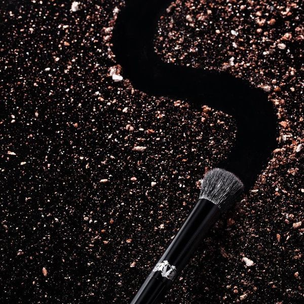 This New Kat Von D Eyeshadow Brush Was Made to Stop Glitter Fallout