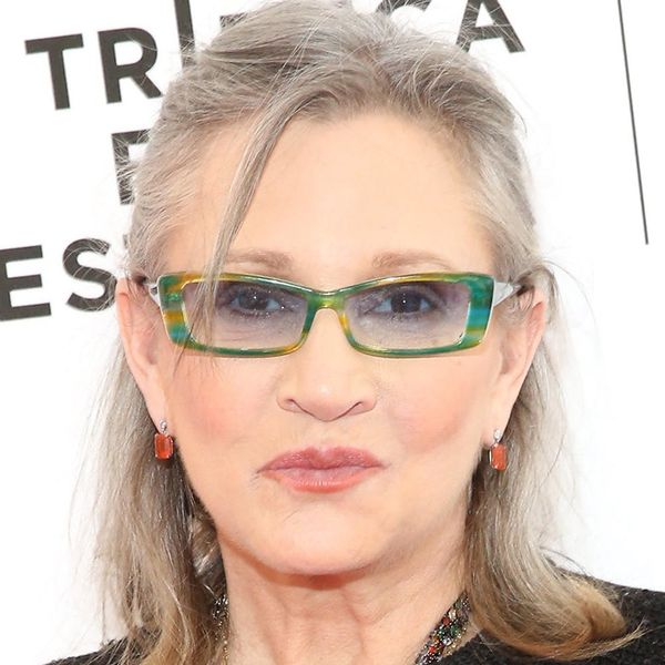 Here's Everything We Know About Carrie Fisher's Status After Having a Heart Attack on a Plane