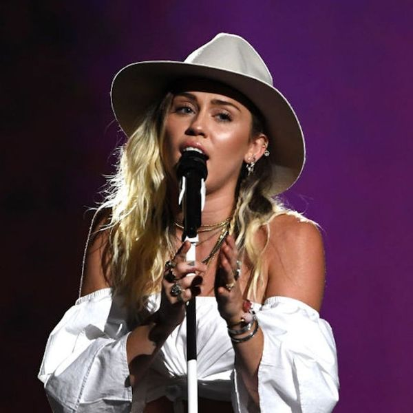 Morning Buzz! Miley Cyrus Breaking Down in Tears During the Song She Wrote for Liam Hemsworth Is So Romantic + More