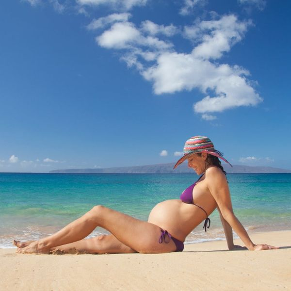 8 Tips to Enjoy a Beach Vacation While You're Pregnant