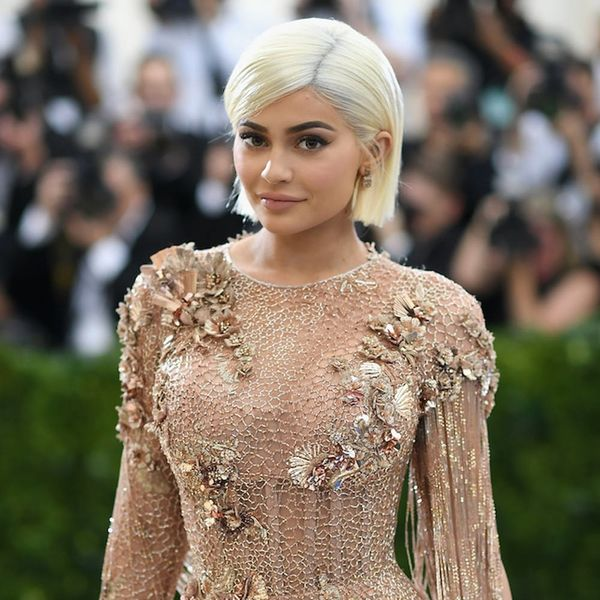 Kylie Jenner Kopies Kendall With This Surprising Use for Emojis