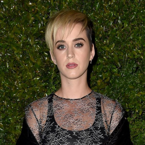 Morning Buzz! Katy Perry Paid a Tearful Tribute to Manchester Bombing Victims at Her London Show + More