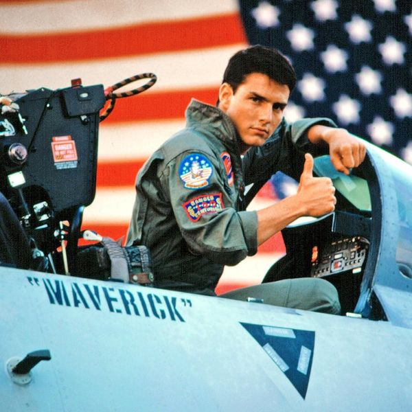 """Tom Cruise Says Top Gun 2 Is Bringing Back the Original Cast to Film """"In the Next Year"""""""
