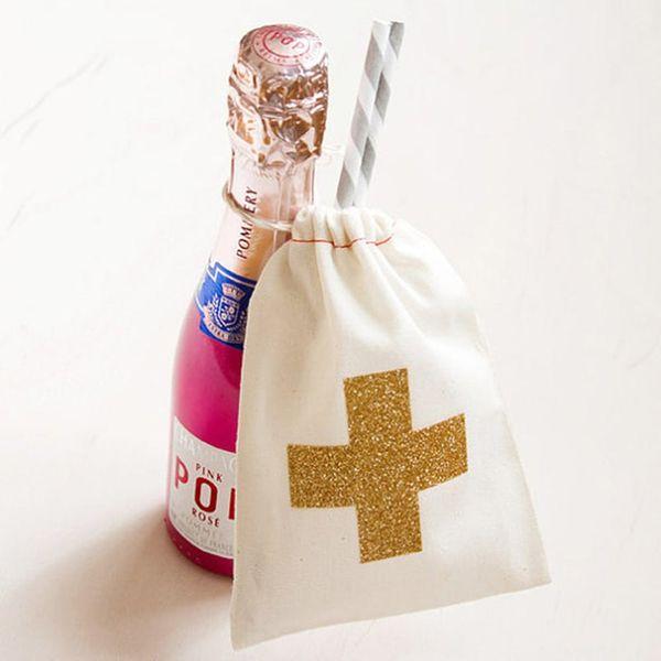 11 DIY Wedding Favor Cocktail Kits