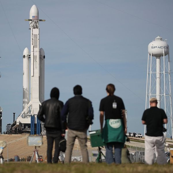 How to Watch Today's SpaceX Falcon Heavy Rocket Launch