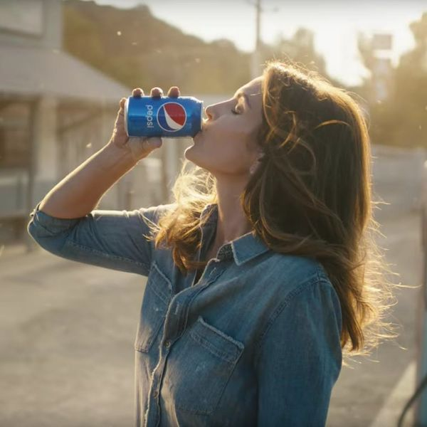 Cindy Crawford Recreates Her 1992 Pepsi Super Bowl Ad With Son Presley Gerber