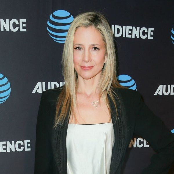 Mira Sorvino Has Made a Woody Allen-Related Apology to Dylan Farrow