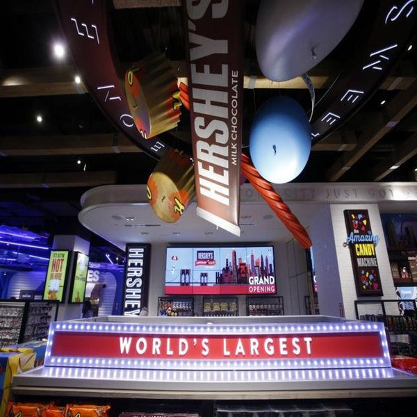 I Went to the Hershey's Chocolate World Times Square Grand Opening – Here's What You Can Expect