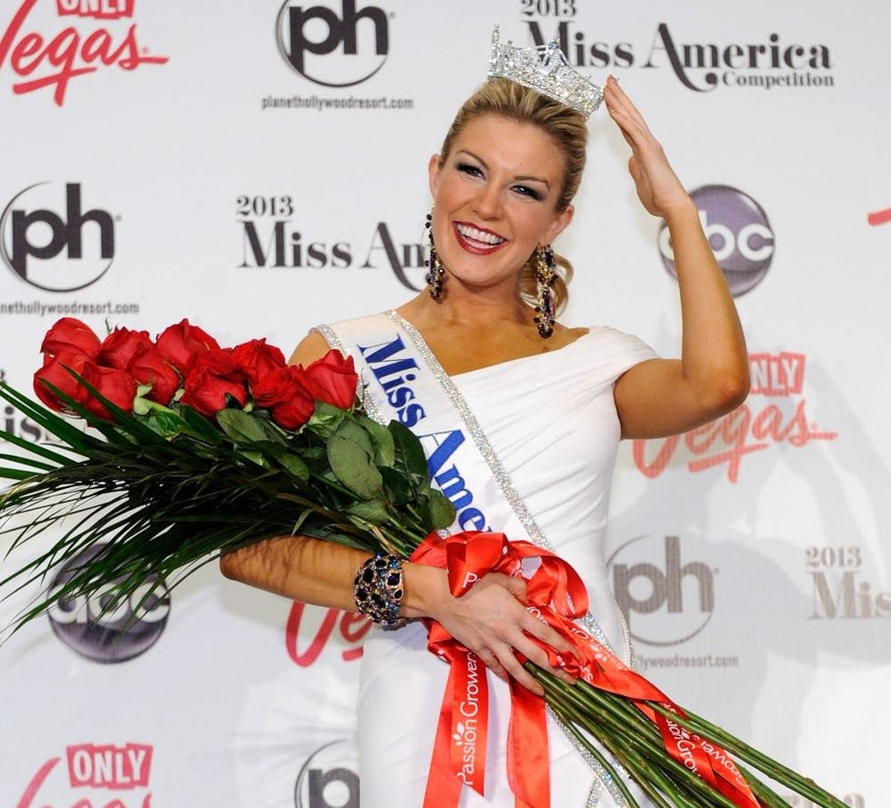 Vanessa Williams opens the 2016 Miss America Competition