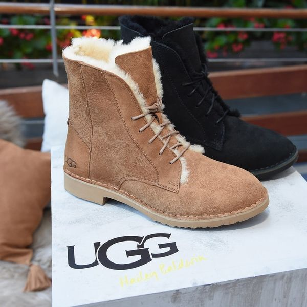 This Airline Is Turning Travelers Away from Its Business Lounges for Wearing UGGs