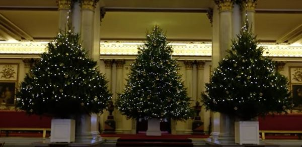 Buckingham Palace's Christmas Decorations Are Extra AF