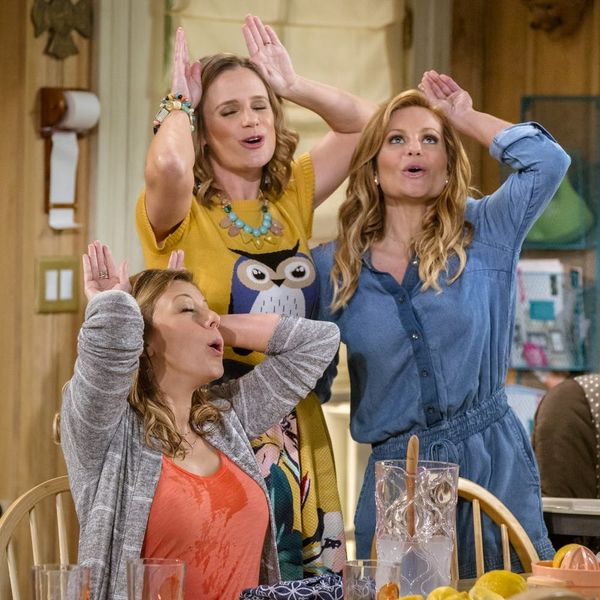 Netflix's New 'Fuller House' Season 3 Trailer Teases a Pregnancy and a Proposal!