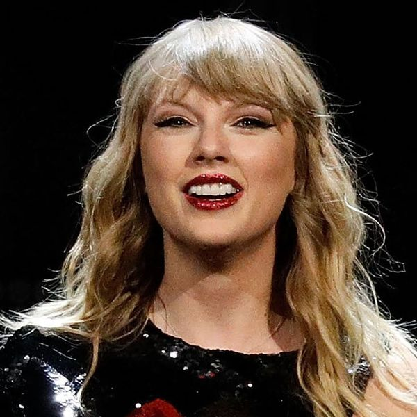 Taylor Swift Holding Hands With BF Joe Alwyn Is the Cutest Thing You'll See All Day