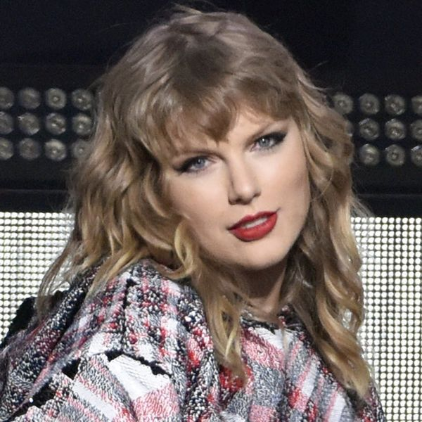 """Twitter Has a Lot of Thoughts About Taylor Swift's British """"Vogue"""" Cover"""