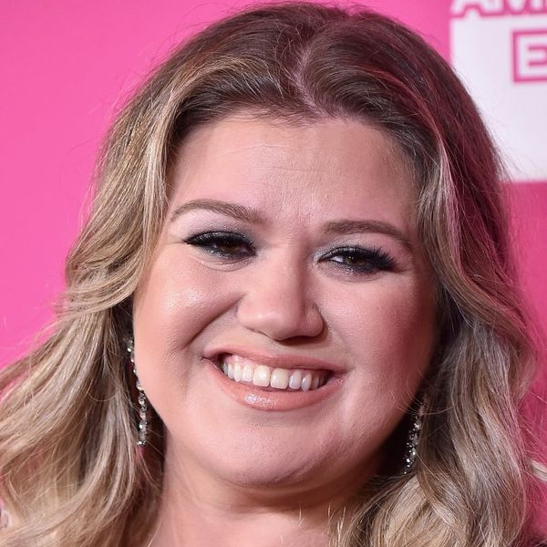 Kelly Clarkson Hit the Red Carpet One Day After Her Home Was Burglarized
