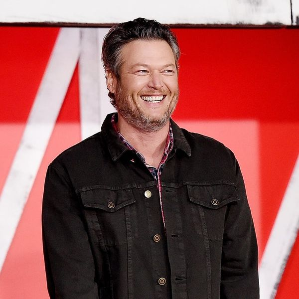 Blake Shelton Pokes Fun at His 2017 Sexiest Man Alive Title