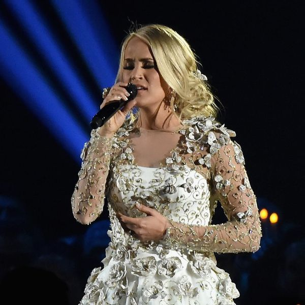 Watch Carrie Underwood's Tearful CMAs Tribute to the Las Vegas Shooting Victims