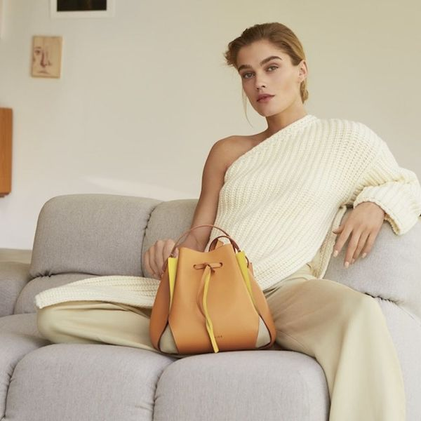 This Minimalist Tulip Bag Has a 3,000 Person Waitlist